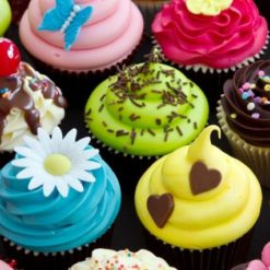 338002Colorful-Cupcakes_(640x427)