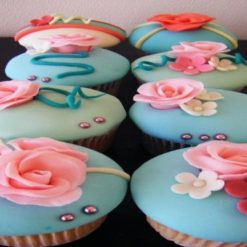 4873974356fondant_cup_cakes_2
