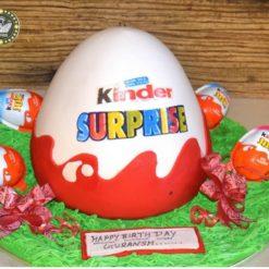 540080kinder_joy_cake