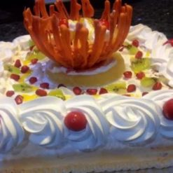 571980994fresh_fruit_cream_cake