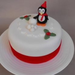 7683815b7b8c3d3c83bbc7efed1e460be89c5f--easy-christmas-cake-christmas-cake-decorations