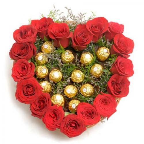 899531red_roses_and_rocher_chocolates