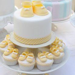 971638Round-white-baby-shower-cake